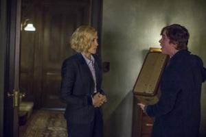 Vera Farmiga and Freddie Highmore in Bates Motel (2013)