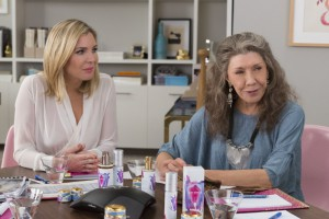 Lily Tomlin and June Diane Raphael in Grace and Frankie (2015)