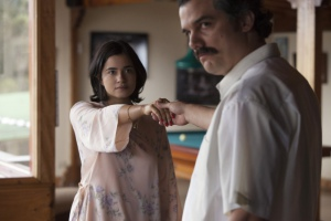 Wagner Moura and Paulina Gaitan in Narcos (2015)