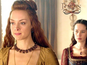 Anna Popplewell and Rachel Skarsten in Reign (2013)