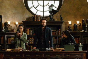 Tom Mison, Nicole Beharie, and Lyndie Greenwood in Sleepy Hollow (2013)